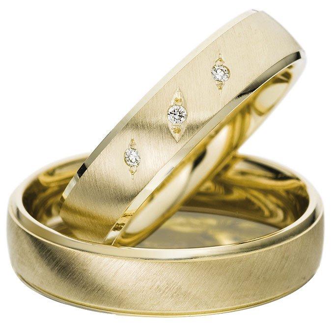 Yellow Gold Wedding Ring with Satin Finish