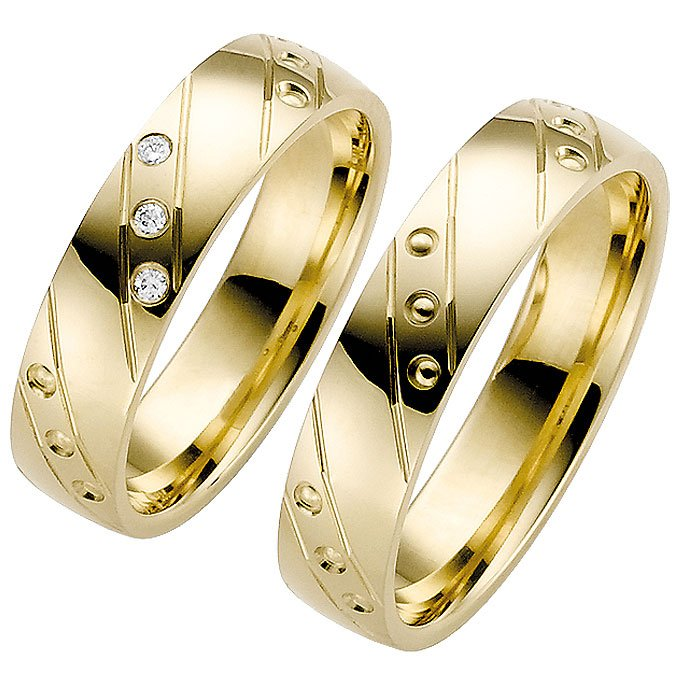 Yellow Gold Wedding Ring With Modern Decorative Design